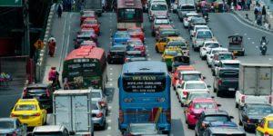 Brennstoffzellen Aktien - Innenstadt mit vielen Autos im Stau