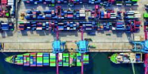 Chinas Wirtschaft Vorreiter - Lieferung von Containern aus China