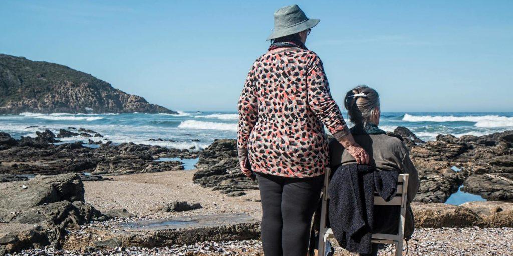 Altersvorsorge mit Investmentfonds - Rentner am Meer