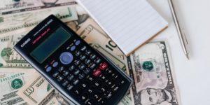 Inflation & die Zukunft des Leitzinses - Geld Taschenrechner US Dollar