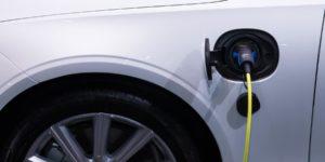 Tesla, VW und die Elektromobilitaet - Elektroauto tanken