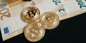 In Kryptowaehrungen investieren Die umfangreiche Anleitung - Bitcoin Muenzen Euro Geldscheine