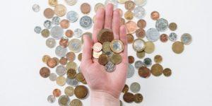 3-Wichtige-Fragen-in-Bezug-auf-Dividenden-Hand-Muenzen-Geld