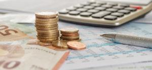 Was ist eine unabhaengige Vermoegensverwaltung - Geldmuenzen Taschenrechner Kugelschreiber