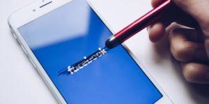 Facebook nach technischen Problemen unter Druck - iphone Handy Pen