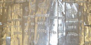 In Silber investieren - Silberbarren gestapelt