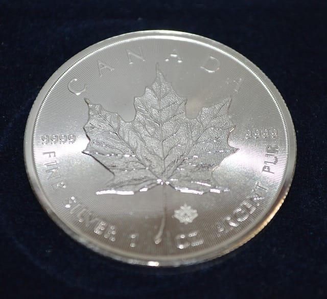 Investieren in Edelmetalle - SIlbermünze beliebtes Motiv Kanadas Maple Leaf